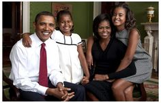 US President Barak Obama and the First Family Portrait Poster 11x17