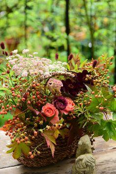 いつものFlowerlesson 『秋のシャンペトールアレンジ』 田舎風というのがぴったりの花材でした💕トルコキキョウの渋さも、ヘクソカズラの自然さもぴったりです‼️