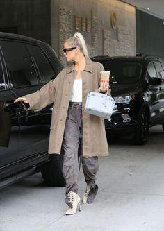 Khloe Kardashian Outfits, Kylie Jenner Outfits, Kardashian Family, Kardashian Jenner, Work Casual, Casual Chic, Jenner Style, Swag Outfits, Jenners