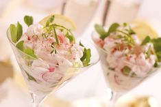 The prawn cocktail is a British classic. It may seem retro, but we can't deny how tasty it is! It's interesting history may surprise you but this recipe is the ultimate classic version. Prawn Recipes, Fish Recipes, Seafood Recipes, Cooking Recipes, Salad Recipes, Prawn Starters, Seafood Cocktail, Cocktail Food, Prawn Salad