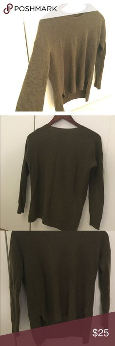 Hunter green sweater - Madewell XS Stylish and warm Madewell Sweater that is in great condition and has lots of life left in it! Worn about 5 times; from a smoke and pet free (read:neat freak) home :) no holes, tears or rips! Madewell Sweaters Crew & Scoop Necks