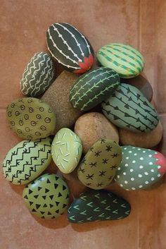 Hand painted rocks designed to look like desert cactus. What a great idea for an indoor cactus garden that doesn't require upkeep. Cactus Rock, Painted Rock Cactus, Mini Cactus, Cactus Cactus, Cactus Craft, Indoor Cactus, Cactus Decor, Garden Cactus, Cactus Flower