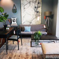 ✨💡Ein Produkt zwei Styles💡✨ Dieses mal zeigen wir euch, wie unterschiedlich ein und dasselbe Möbelstücken wirken kann. Interior Inspiration, Corner Desk, Interior Design, Projects, Furniture, Home Decor, Stuffed Mushrooms, Beautiful Things, Interior Designing