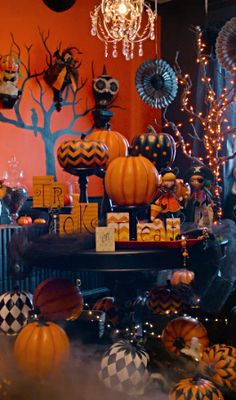 Click for a tutorial on how to create a simply gourdgeous Halloween focal point using pumpkins.