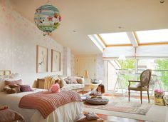 such a beautiful girl's room, love the sloping ceiling and sky lights | Детали: детские комнаты 6