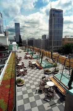 On the roof of Cafe Engels - Rotterdam Dak cafe dat een handig idee is voor stedelijke gebieden.