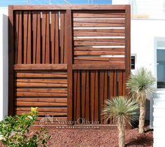 Estructura de madera decorativa