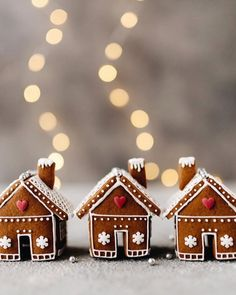 Stunning Gingerbread Houses & Decoration Ideas 2020 - - Christmas gingerbread house designs and gingerbread house pictures. Ideas for amazing gingerbread houses and decorations. Gingerbread Hogwarts and castles. Gingerbread House Pictures, Gingerbread House Template, Cool Gingerbread Houses, Gingerbread House Designs, Gingerbread House Parties, Christmas Gingerbread House, Gingerbread Cookies, Gingerbread Decorations, Gingerbread House Decorating Ideas