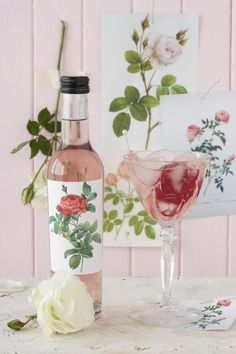 Floral delights: Rose syrup-Add a bit of dried hibiscus blossom to create a lovely rose color(this can also be achieved with cherry juice,beets,& cranberry. )Coal tar dyes are not fit for human consumption -(do you really WANT to consume petrochemicals? Flower Power, Homemade Syrup, Flower Food, Sweet Sauce, Clotted Cream, Rose Cottage, Edible Flowers, Rose Water, Simple Syrup