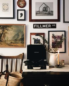 Like this record player. Great mixture of framed pictures, prints, and signs to fill your wall, add interest and charm. My Living Room, Home And Living, Living Spaces, Inspiration Design, Interior Inspiration, Home And Deco, My New Room, Cozy House, Apartment Living