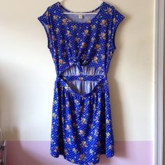 Floral blue dress Super cute tie in the front design new size large Dresses