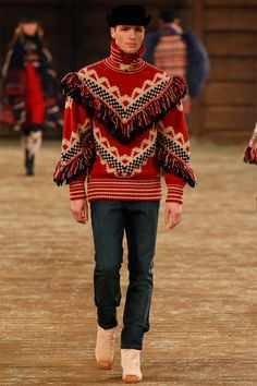 Karl Lagerfeld presented in Dallas (Texas) his Pre-fall 2014 collection for Chanel, featuring western-inspired designs, heavy knitwear and texture play. Gq, Chanel Men, Coco Chanel, Chanel Paris, Chanel Fashion, Karl Otto, Image Mode, Lesage, Knitwear Fashion