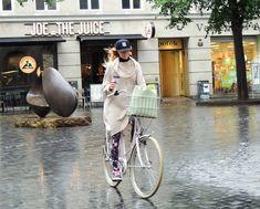SO Cycle Chic in the rain .#hats #sombreros www.companiadesombreros.com.ar