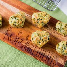 These spinach, fetta and pesto muffins are fantastic! Perfect in the lunchbox and freezer friendly they are the ideal savoury lunchbox treat. Sugar Free Breakfast, Healthy Breakfast For Kids, Healthy Toddler Meals, Nutritious Breakfast, Healthy Kids, Toddler Food, Healthy Eating, Sweet Potato Veggie Burger, Sweet Potato And Apple