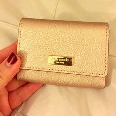 """Kate Spade rose gold card case♠️price firm♠️ This is the perfect size for credit or business cards.  Newbury Lane large holly case in rose gold.  Approx 4"""" by 3"""".  ♠️the price is firm unless added to a bundle- 15% off three or more items♠️ kate spade Bags"""