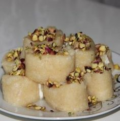 Halep Tatlısı Aleppo dessert has so much to do that it really tastes good for semolina and cheese halva lovers, even those who don't. Dessert Pasta, Dessert Bread, Cheese Dessert, Cheesecake Recipes, Cookie Recipes, Dessert Recipes, Lokum Recipe, Healthy Desserts, Easy Desserts