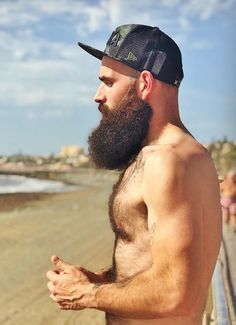 Beard oil vs coconut oil: Which is better for treating dry skin and dry beards? Learn which oil is better for eliminating beard dandruff and beard itch. Scruffy Men, Hairy Men, Bearded Men, Bearded Tattooed Men, Moustache, Beard No Mustache, Epic Beard, Sexy Beard, Full Beard