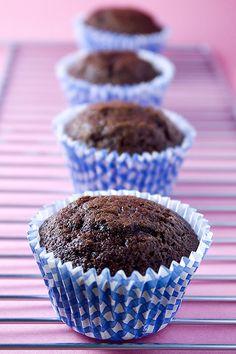 Objetivo: Cupcake Perfecto.: El post que contiene una foto que hará que mi hermano me asesine (Cupcakes de Star Wars y, de paso, mi receta de Cupcakes de Chocolate)