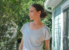 DIY Zip Tee - Make it Coats  Laura from Trash to Couture created this simple summer top accented with Zippers #trashtocouture #exposedzippers #sewatshirt #handmadewithjoann #sewing