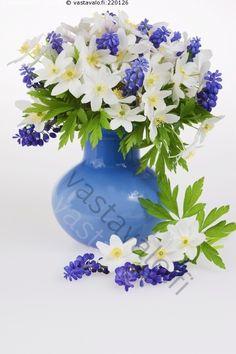 kukat aaltomaljakossa - Google-haku Glass Vase, Google, Home Decor, Decoration Home, Room Decor, Home Interior Design, Home Decoration, Interior Design