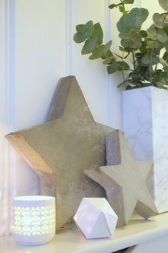 Another Star DIY for your holiday decor! This one is sooo easy! Check out the cheats way I created these concrete stars! Concrete Crafts, Concrete Projects, Holiday Crafts, Christmas Crafts, Holiday Decor, Concrete Molds, Stars Craft, Star Diy, Mold Making