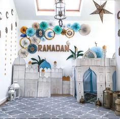 Celebrate Eid in style this year with our extensive range of Eid & Ramadan decorations, tableware, gift boxes & more! Eid Crafts, Ramadan Crafts, Eid Balloons, Decoraciones Ramadan, Ramadan Kareem Pictures, Ramadan Activities, Islamic Wall Decor, Eid Party, Prayer Room