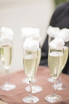 Prosecco topped with cotton candy makes for a sweet signature cocktail Party Drinks, Cocktail Drinks, Fun Drinks, Yummy Drinks, Alcoholic Drinks, Beverages, Cocktail Ideas, Decor Eventos, Fingerfood Party