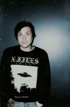i don't think i'll ever love anyone more than i love frank iero<<Same<<< oh my god I thought I couldn't love him more but he watches the X Files. Frank Iero, My Chemical Romance, Emo Bands, Music Bands, Grunge, Mikey Way, Band Pictures, Hipster, Gerard Way