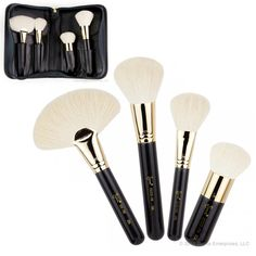The Sigma Beauty EXTRAVAGANZA FACE COLLECTION is a lavish assortment of one-of-a-kind brushes with 18K gold plated ferrules. The Extravaganza Face Kit features four unique brushes specially designed to deliver a luxurious makeup application that comes in a deluxe carrying case, perfect for traveling and storage.