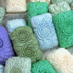 think soap can get more pretty.don't think soap can get more pretty. Savon Soap, Soap Carving, Soap Recipes, Soap Molds, Home Made Soap, Handmade Soaps, Making Ideas, Diy Gifts, Projects To Try