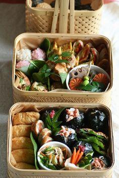 日本人のごはん/お弁当 Japanese meals/Bento 和風な感じですネ…小さいけど行楽弁当なのでは…? Japanese Bento Boxed Lunch 弁当