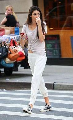 真っ白なスウェットパンツが爽やか。夏のレディース スウェット ファッション着こなしの参考一覧です♡
