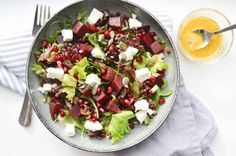 Quick Lunch Salad with Lentils, Beetroot, Feta and Pomegranate Happy Sugar Free Feta, Salad Recipes, Healthy Recipes, Healthy Food, Vinaigrette, Food Vans, Salad In A Jar, Kitchen Time, Go For It
