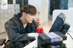 180620 Donghyuk x LIPSS Ikon Member, Kim Jinhwan, Ikon Wallpaper, Korean Bands, Yg Entertainment, Boyfriend Material, K Idols, Beautiful Boys, Amor