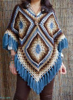 Patron ponchos juveniles tejidos a crochet Point Granny Au Crochet, Granny Square Poncho, Poncho Au Crochet, Crochet Poncho Patterns, Crochet Jacket, Crochet Scarves, Crochet Clothes, Knitting Patterns, Granny Squares
