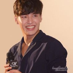 "Kang Ha-neul Confirms TV series ""Camellia Blooms"" as comeback project Sexy Asian Men, Cute Asian Guys, Asian Boys, Korean Wave, Korean Men, Kang Ha Neul Smile, Asian Actors, Korean Actors, Korean Celebrities"