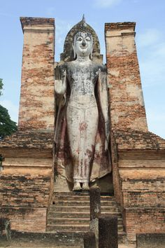 the biggest statue of Bhudda in Sukhothai