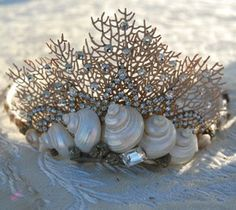 My mother thought I was crazy of dreaming about a mermaid crown. But the next day, I found a crown on the beach. Not just a crown.a Mermaid Crown. Seashell Crown, Seashell Wedding, Shell Crowns, Mermaid Parade, Mermaid Crown, Mermaid Headpiece, Mermaid Bra, Mermaid Kisses, Merfolk