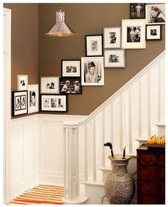 picture hanging @ Home Design Ideas Deco Design, Design Case, Hall Design, Home Interior, Interior Design, Modern Interior, Picture Arrangements, Photo Arrangement, Photo Grouping