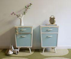 2 wit/blauwe retro nachtkastjes.Vintage jaren 60 nachtkastje