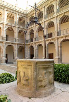 Patio de la Universidad de Alcalá de Henares, Comunidad de Madrid