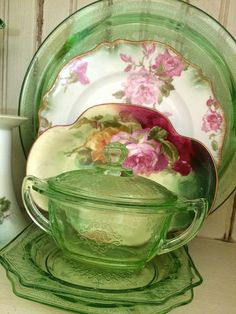 Green Depression glass- goes with everything. Especially Granny green. So-not depressing! Vintage Glassware, Fenton Glassware, Vintage Dinnerware, Vintage Kitchenware, Pressed Glass, Vintage China, Vintage Green, Vintage Floral, Vintage Tea