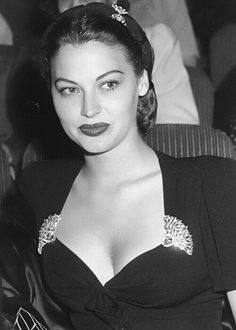 Ava Gardner - is the queen of glamour! Old Hollywood Stars, Hollywood Icons, Old Hollywood Glamour, Golden Age Of Hollywood, Vintage Hollywood, Hollywood Actresses, Classic Hollywood, 1940s Actresses, Ava Gardner