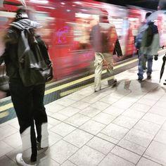 Milano metro e passanti a doppia esposizione fotografica- Fotografia di Francesco Tadini partecipante al photoprize Instaworldmilano2015