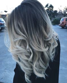 Here's Every Last Bit of Balayage Blonde Hair Color Inspiration You Need. balayage is a freehand painting technique, usually focusing on the top layer of hair, resulting in a more natural and dimensional approach to highlighting. Balayage Blond, Blond Ombre, Brown Blonde Hair, Light Brown Hair, Ombre Brown, Balayage Hairstyle, Balayage Highlights, Red Ombre, Ombre Look