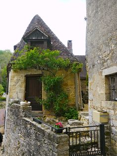 Beynac-et-Cazenac, Aquitaine Beaux Villages, France, Old World Charm, Monaco, Castles, Cabin, House Styles, Home Decor, Decoration Home