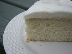 I've made this cake several times - it's the best - ever. If you love a dense white cake, this recipe is for you! - if someone brings me sour cream,, I can make this :) White Almond Cakes, White Cakes, Köstliche Desserts, Delicious Desserts, Dessert Recipes, Frosting Recipes, Cake Recipes From Scratch, Best Cake Recipes, Sweet Recipes