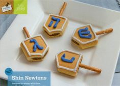 Fig Newton dreidel cookies - easy for kids to assemble!