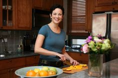 """The Food Network provides Ellie Krieger with all the kitchen gadgets and cooking space she needs to whip up meals for her weekly cooking show, """"Healthy Appetite with Ellie Krieger,"""" but as a bona fide New Yorker, she knows that when it comes to Cooking Channel Recipes, Cooking Videos, Ways To Eat Healthy, Healthy Eating, Healthy Recipes, Cooking Show Hosts, Food Shows, Food Network Recipes, Stuffed Peppers"""