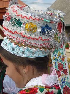 Folk Costume, Costumes, Hungarian Embroidery, Folk Dance, Embroidery Patterns, Art Decor, Captain Hat, Hats, Folk Art